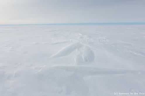 Combien de temps nous faudra-t-il pour atteindre cette ligne d'horizon bleue, et retrouver le soleil ? Un jour, ou peut-être plus.