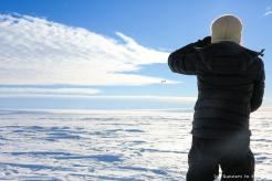 Après 73 jours, 15 heures et 35 minutes, nous venons de traverser l'Antarctique à ski sans voile de traction. Un Twin Otter vient nous récupérer sur la côte quelques heures plus tard. La base Union Glacier a été démontée et nous sommes attendus pour le dernier vol vers le Chili.